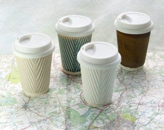 Kaffeetasse oder Keramik Becher mit Deckel. Porzellantassen. Keramik reisen Tassen für die Verwendung als Tee-Tasse, Kaffeetasse oder saftiges Pflanzgefäß.
