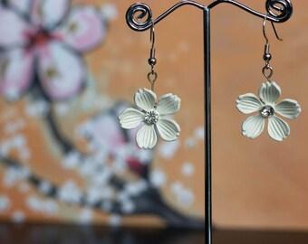 Vintage White Flower with Rhinestone Earrings