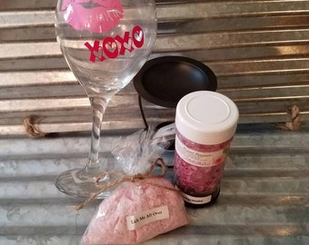 Spa Gift Package! Wine glass, 8oz bath bomb fizzies, 8oz Crystal potpourri with tealight oil warmer. Great Valenties Day Gift, Gift for her,