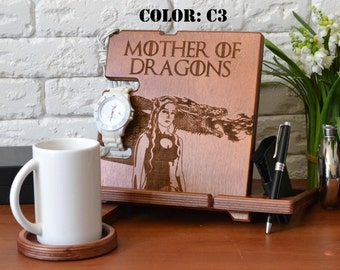 Husband And Wife Gifts stand and Game of thrones costume Daenerys Targaryen burning print on your docking station made from plywood
