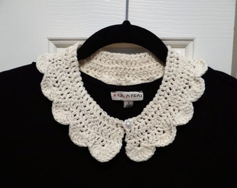 White Scalloped Collar- Classic Peter Pan look