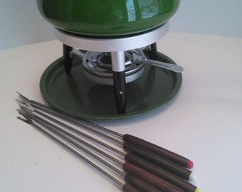 New old stock fondue set