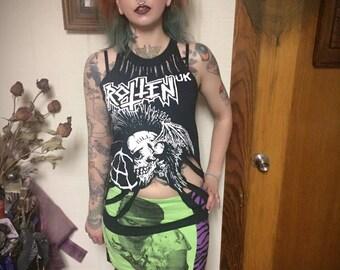 Sz S Rotten UK Bat Skull Cutout Punk Tshirt