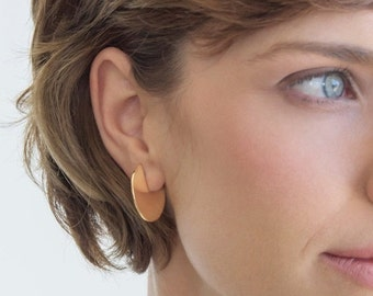 gold disc earrings, circle earrings, everyday earrings,geometric earring, minimalistic earrings,disc stud earrings