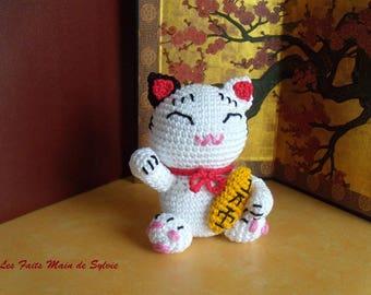 Maneki neko Japan cat brings luck to the hook