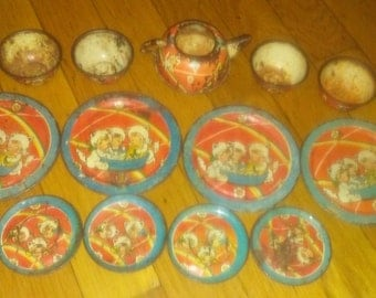 vintage 1930s-1940s tin play dishes