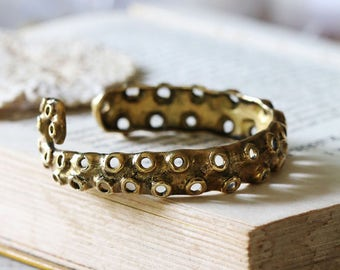 Octopus Handcuff / octopus bangle / Linen Jewelry / Everyday Jewelry