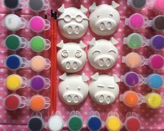 Peppa pig birthday party. Peppa pig party favors . Complete party favors .Class . School .