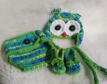 Infant boy photo prop, owl hat, diaper cover, booties.