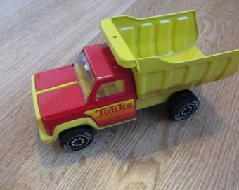 Great Condition 1950s or 1960s Tonka Truck