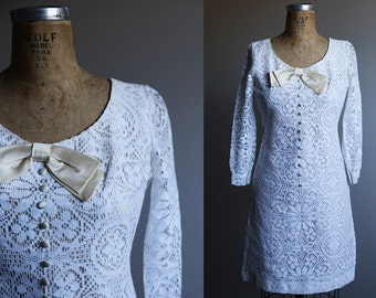 1960s White Lace Dress with Bow - Small