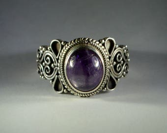 Amethyst Cabochon Ring in Sterling Silver 950%