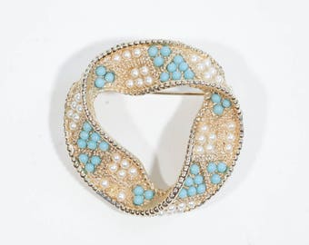 BROOCH WITH BEADS