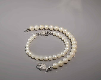 Pearl Bracelet with Crystal Heart -Peark Bracelet -Silver Bracelet -Heart Bracelet -Breaded Bracelet -Crystal Heart -Bridal Gift -UK Shop