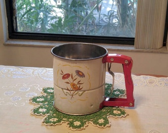 1950's Handi-i-Sift Flour Sifter Androck 3 Screen Hand Sifter Floral Design Metal Red Wood Handle Vintage Farmhouse Country Kitchen Tool