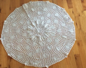 "Superb 32"" dia tablecloth hand crafted crochet round table linen"