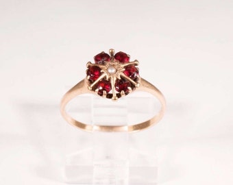 Vintage 10K Yellow Gold Garnet and Seed Pearl Ring, size 6.5