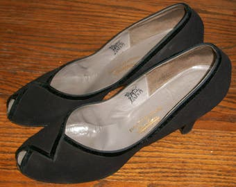 Vintage 1940's Black Suede Shoes Size 9