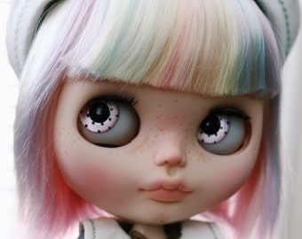 Face up service for Blythe doll by Dollie House