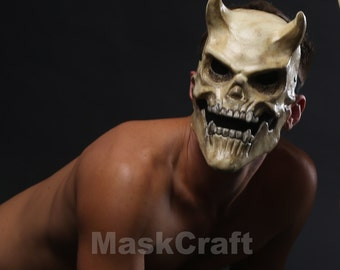 skull mask with horns  by Maskcraft