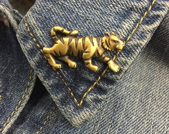 Vintage Brass Tone Tiger Lapel pin hat pin (stock# 324)