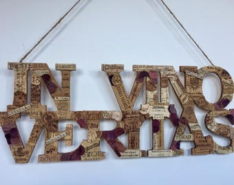 In vino veritas sign / wine corks wall decor / wine lovers gift / housewarming gift/ rustic plaque / wall decor / rustic kitchen deco