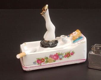 Vintage Nodder Lady Ashtray, pin-up Girl Legs up & Swinging Nodder Ashtray Made in Japan Patent TT. Kitsch Ashtray