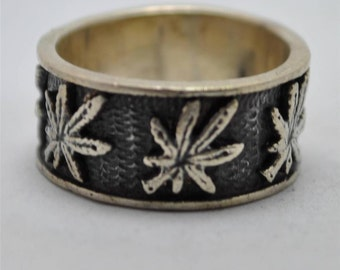 T13D07 Vintage Art Deco Styl Repeating Leaf Pattern 925 Sterling Silver Ring Sz 7.75