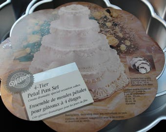 Wilton 4-Tier Petal Cake Pan Set 2105-2134