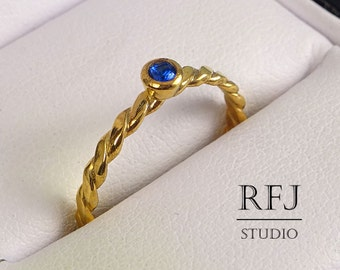Flat Rope Lab Sapphire Gold Ring, September Birtstone Blue Corund 24K Yellow Gold Plated Ring 24K Gold Plated Lab Sapphire Flat Twisted Ring