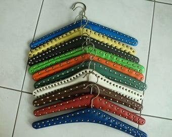 Retro kledinghangers  klerenhangers - 10 kleding hangers van skai met studs - retro - vintage clothes hangers assortiment - retro