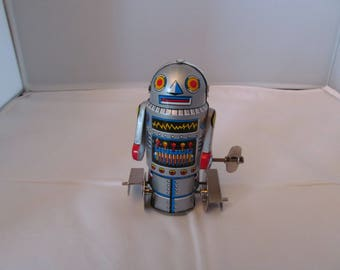 Vintage Tin Wind-Up Toy Robot 7 in original box