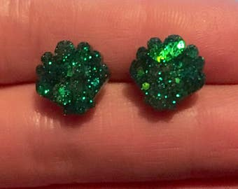 Glittery green shell stud earrings