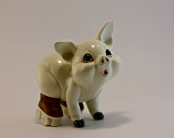 Oink! Cute retro rollerskating pig figurine Made in JAPAN Farm animal