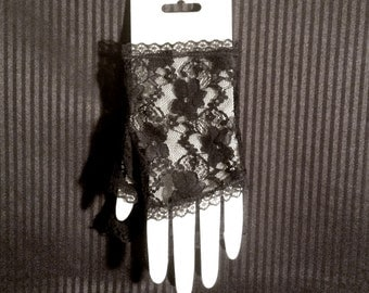 Lace Gloves - Fingerless Pair