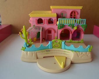 Polly Pocket Petland Hacienda - Home decor with animals