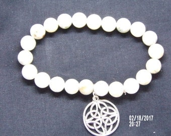 B021713 Clear Cracked Crystal Beaded Bracelet With a Celtic Metal Charm.