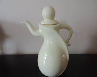 Teapot porcelain - China - Original - Design - yellow