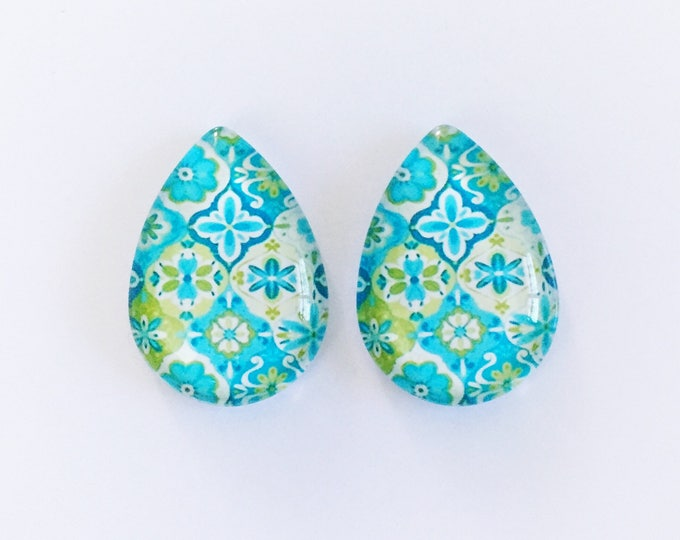 The 'Kyanne' Glass Statement Earring Studs