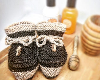 Slippers soft in Brown & beige soft wool for baby, ideal for newborn. Made 100% hand in Switzerland. Unique piece. Customizable.