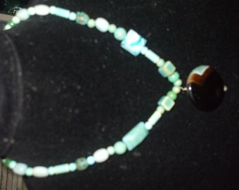 Green and jet agate pendant