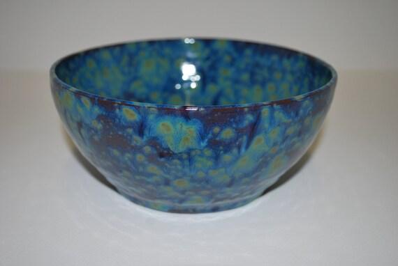 Beautiful mottled blue and green ceramic bowl with gloss finish / Beau bol de céramique bleu et vert tacheté avec finition brillante