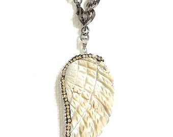 beige angel wing necklace