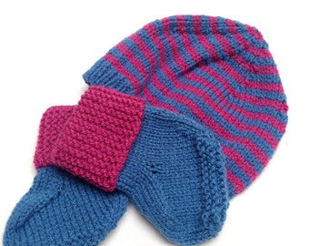 Woollen baby hat and matching booties