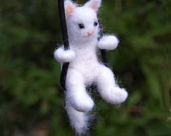 White Cat necklace, Cat jewelry, Felted cat , Cat lover gift, Wool jewelry, Gift for pet lover, Miniature cat, Felted necklace,Cat necklace