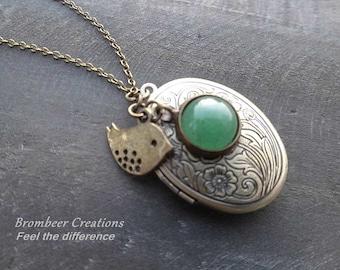 Medallion chain * tender bird, quartz stone *.
