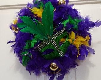 "10"" Mardi Gras Feather Wreath (item 101)"