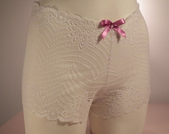 High waist Delicate lace panties - Pearl and pink