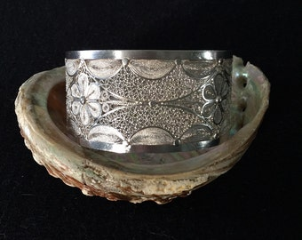 Gorgeous handmade Mompox sterling silver cuff bracelet flower design made in Colombia