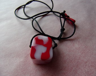 Phosphorescent red necklace
